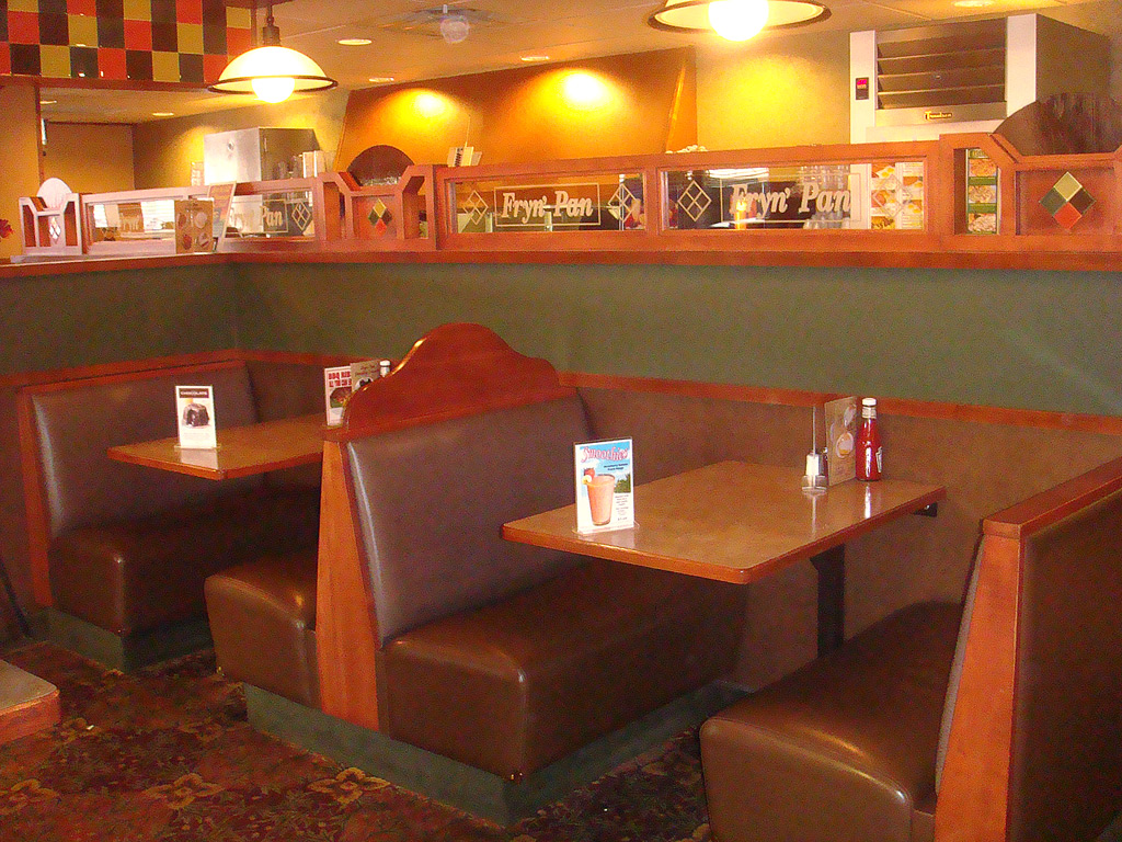 Restaurant booth size standards possible booth for Table bar cuisine americaine